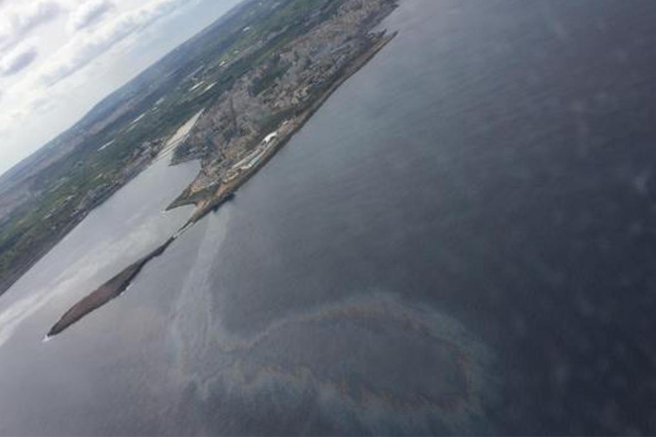 Malta: Grounded bunker tanker now leaking oil