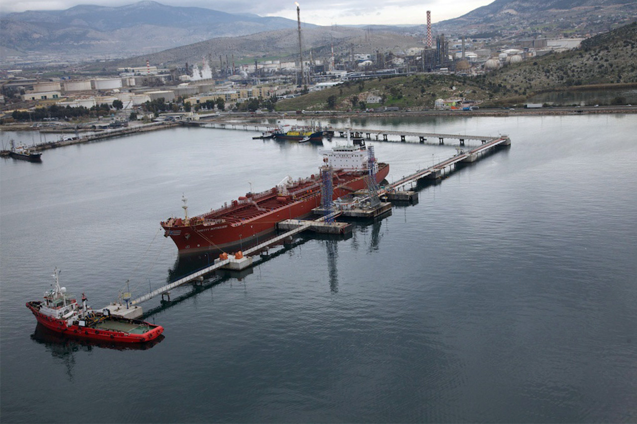 Hellenic Petroleum sold 2.8 million mt of bunkers in 2017