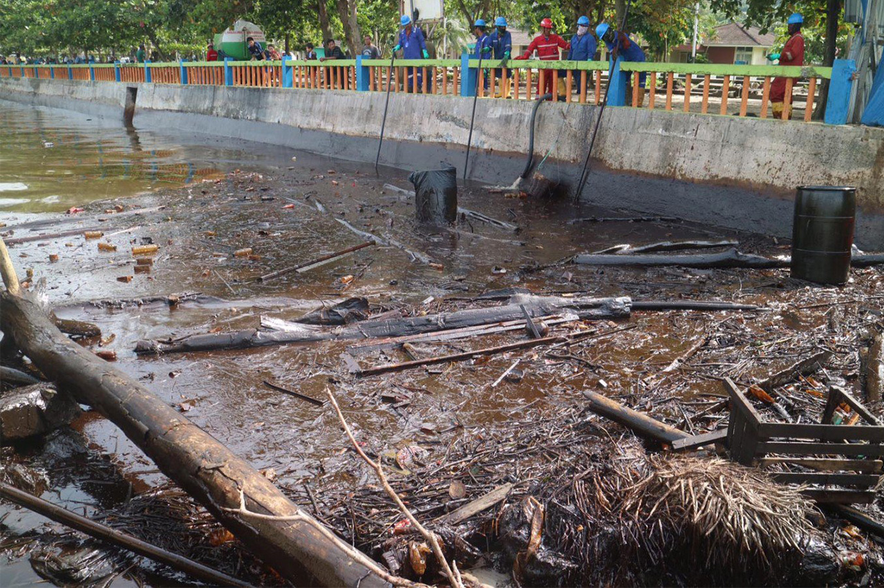 Indonesia: 22 taken in for questioning over Balikpapan spill