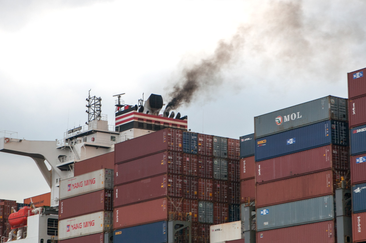 Singapore: MPA warns shipowners of smoke emissions in port
