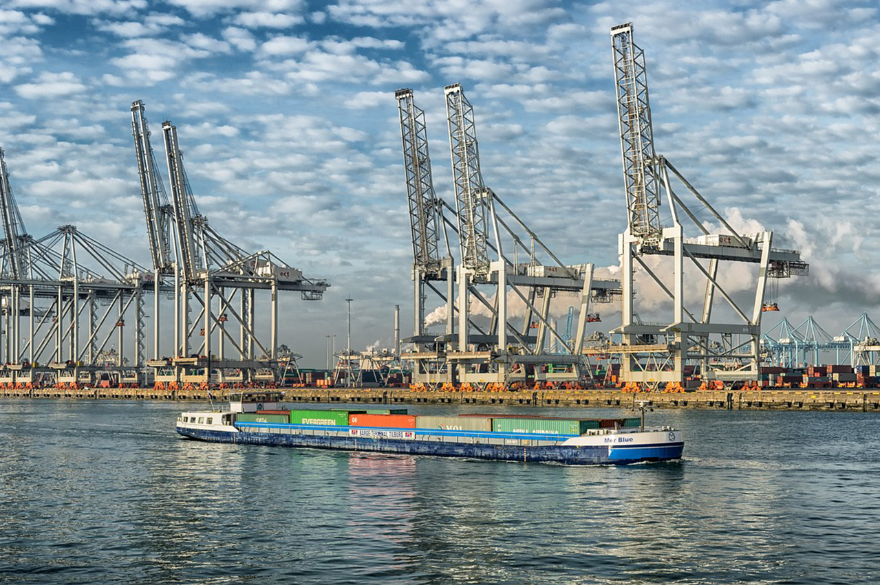 Rotterdam expecting first STS LNG bunkering op in June