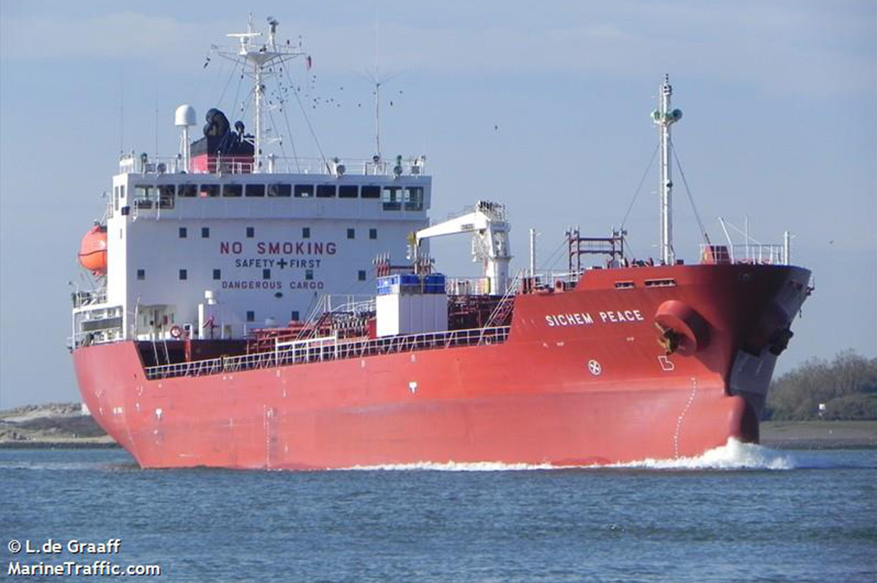 Vietnam: Singapore-registered tanker in illegal STS fuel op