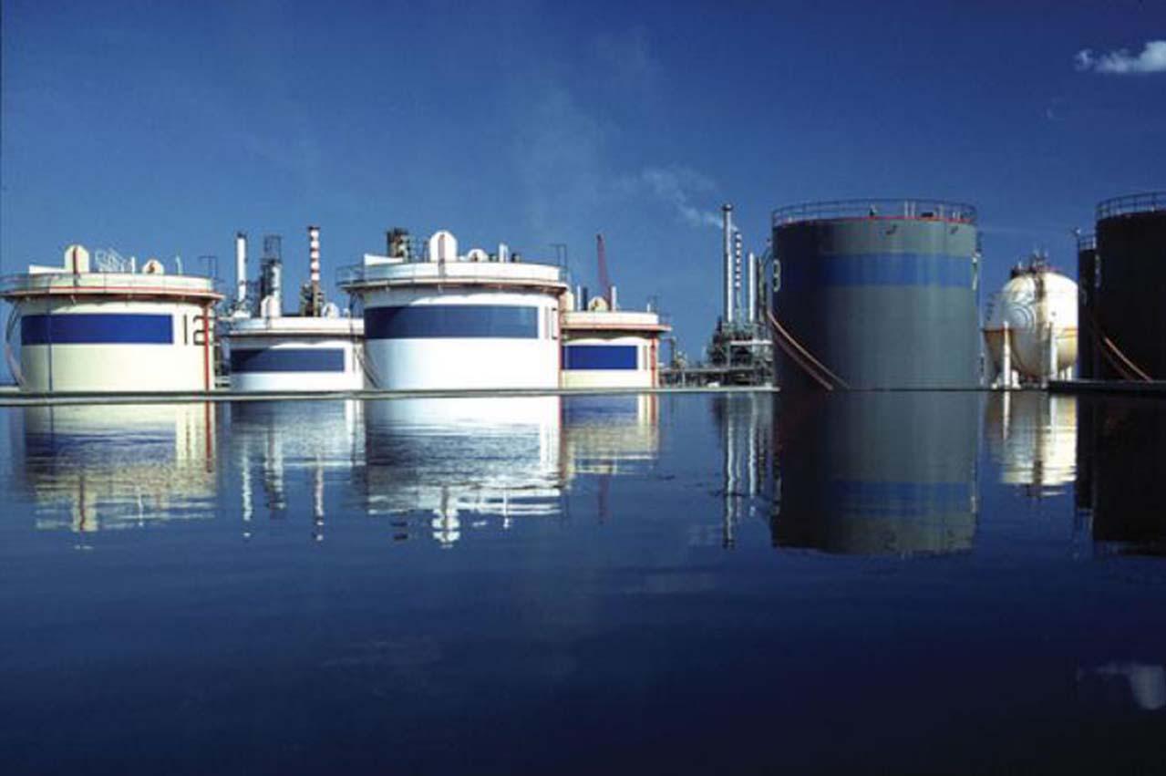 Italian refiner Saras plans entry into IMO 2020 market