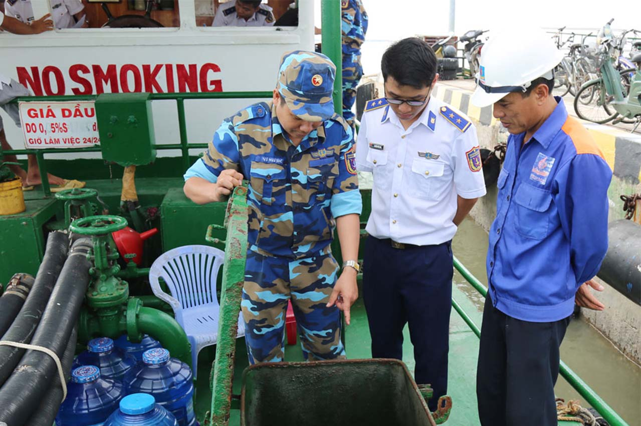 Vietnam Coast Guard temporarily detains oil tanker over product