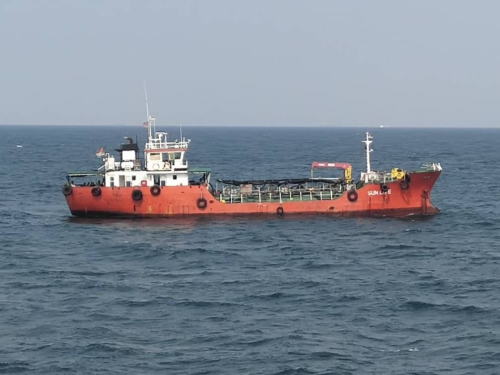 "Indonesia-flagged tanker ""Sun Live"" detained by Malaysian authorities"