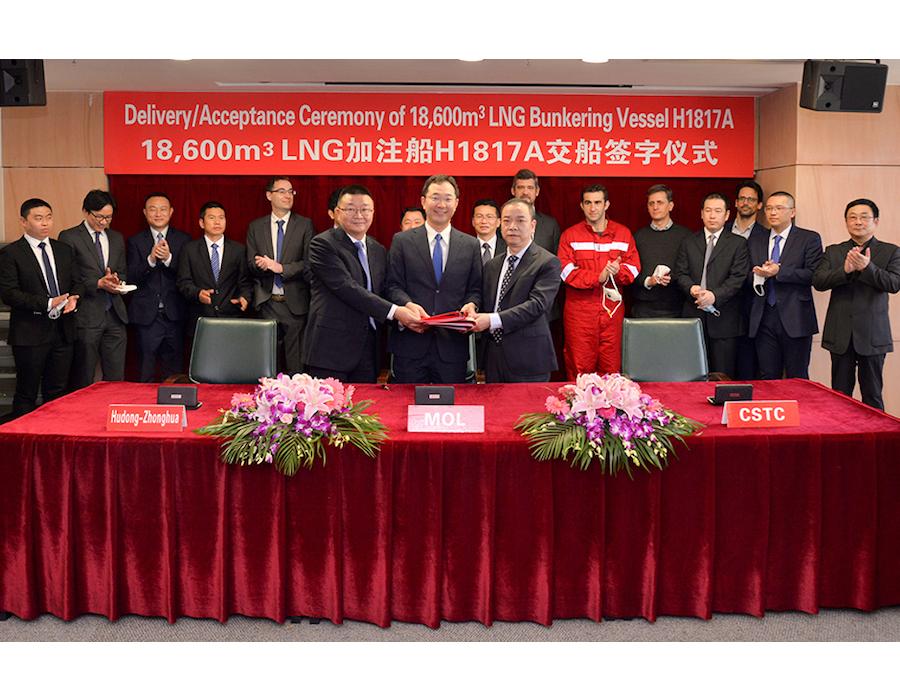 Hudong-Zhonghua Shipbuilding delivers world's largest 18,600 cbm LNG bunkering vessel