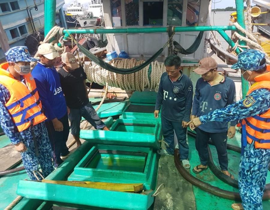 Vietnam: Coast Guard detains fishing vessel for carrying 90,000 litres of illegal diesel oil