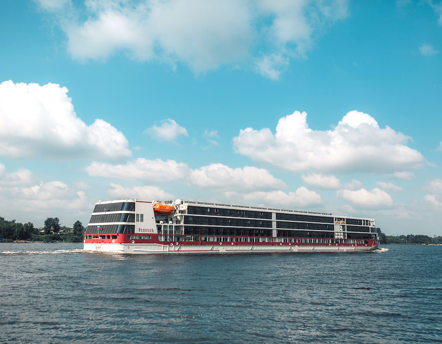 "Gazpromnneft completes first bunker supply for ""Mustai Karim"", a floating five star hotel"