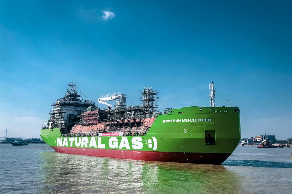 """Russia: Country's first LNG bunkering vessel """"Dmitry Mendeleev"""" finishes sea trials"""