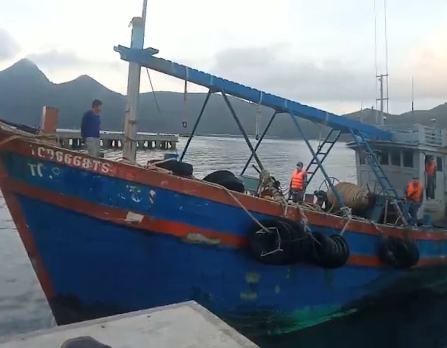 Vietnam: Coast Guards detain vessel carrying 40,000 litres of undocumented diesel oil