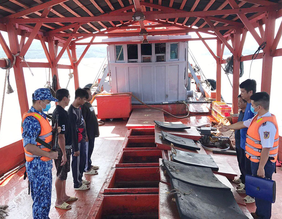 Vietnam: Coast Guard investigates illegally converted fishing boat over 100,000 litres of DO