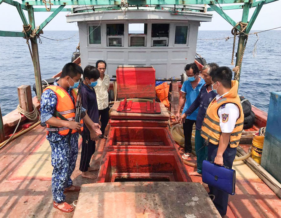 Vietnam: Coast Guard detains modified fishing boat with 100,000 litres of DO