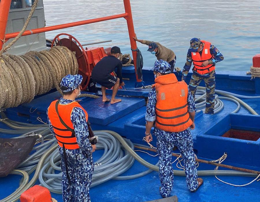 Vietnam: Coast Guards report rise in vessels selling illegal diesel oil in southern region