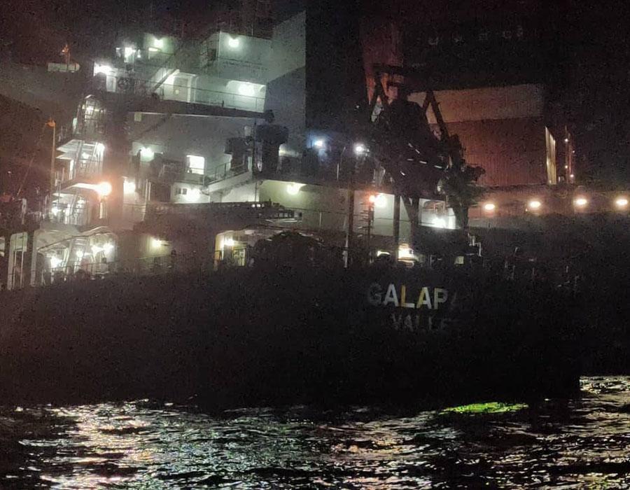 "Malaysia: ""Zephyr Lumos"" and ""Galapagos"" collide in Muar region"