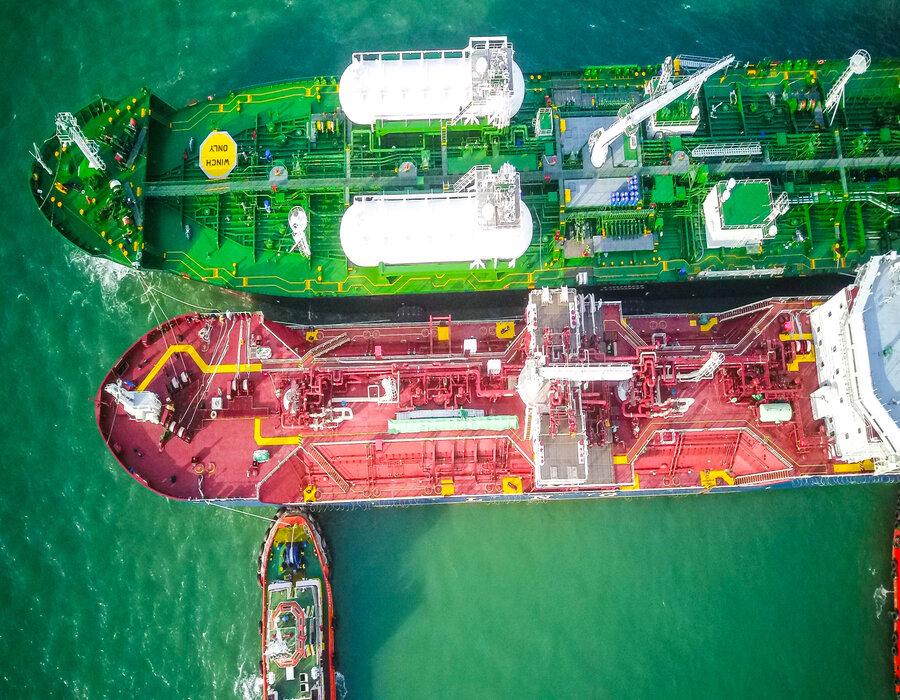 "Petronas Marine ""Avenir Advantage"" in first LNG bunkering op at Port Klang"