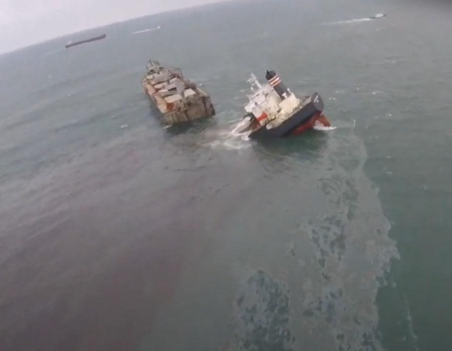 """""""Crimson Polaris"""" runs aground along Japan coast; hull splits in two, bunker spill detected"""