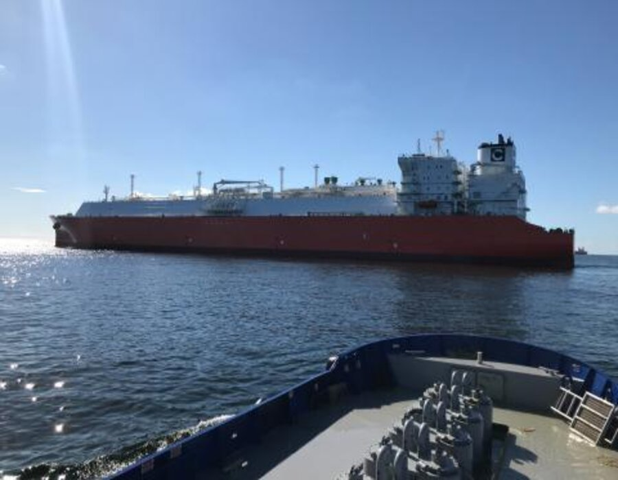 Lubmarine delivers Talusia Universal to LNG tanker Celsius Cabrera at Texas, Mexico