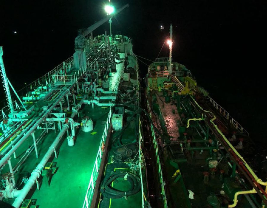 Malaysia: Oil tanker attempts STS fuel transfer with detained vessel; gets arrested