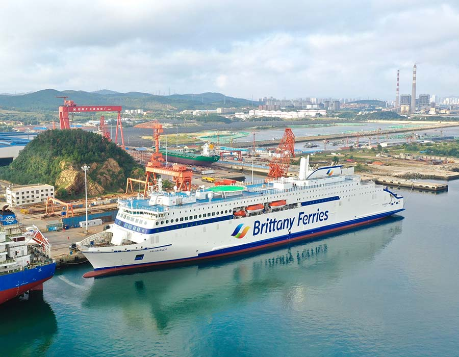 Sinopec Corp completes first LNG bunkering operation to a large vessel