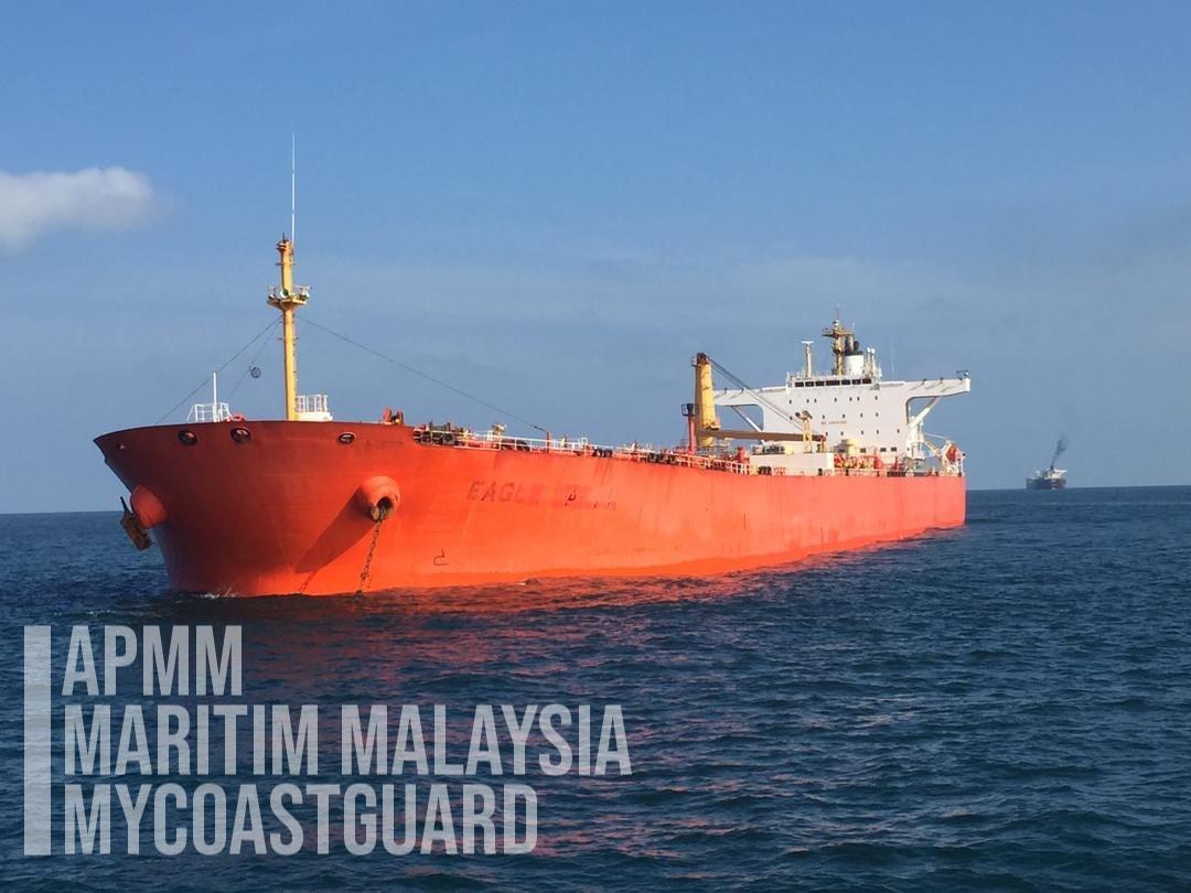 Malaysia: MMEA arrests oil tanker, bulk carrier at East Johor
